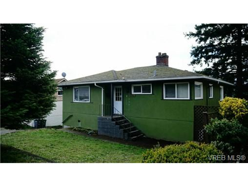 Main Photo: 869 Darwin Ave in VICTORIA: SE Swan Lake House for sale (Saanich East)  : MLS®# 721699