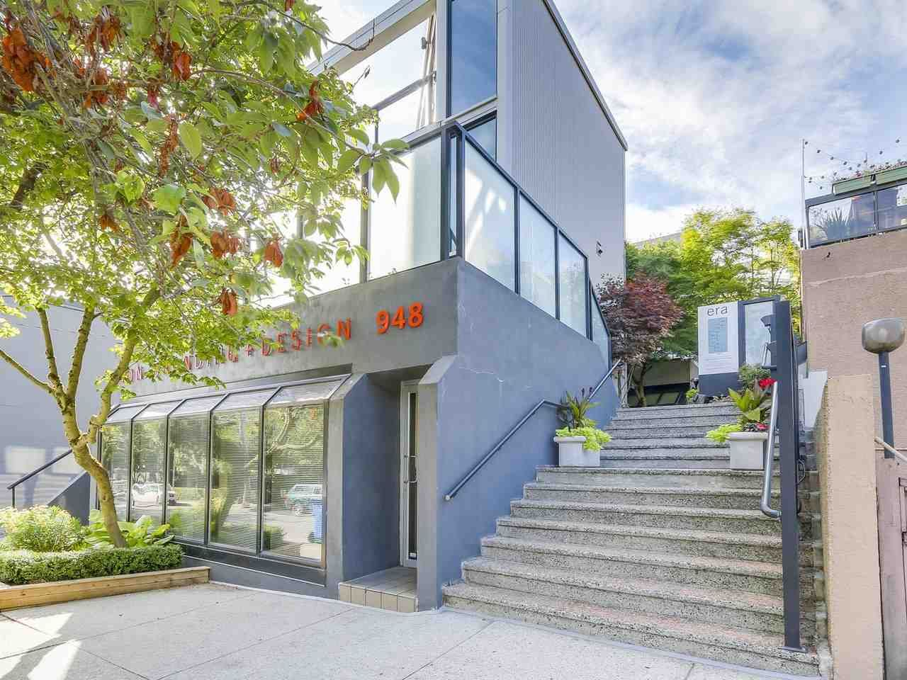"Main Photo: 956 W 7TH Avenue in Vancouver: Fairview VW Townhouse for sale in ""ERA Townhomes"" (Vancouver West)  : MLS® # R2199302"