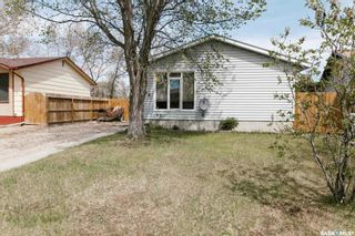 Photo 1: 234 Mowat Crescent in Saskatoon: Pacific Heights Residential for sale : MLS®# SK852816
