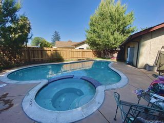 Photo 2: OCEANSIDE House for sale : 4 bedrooms : 3596 Normount Rd