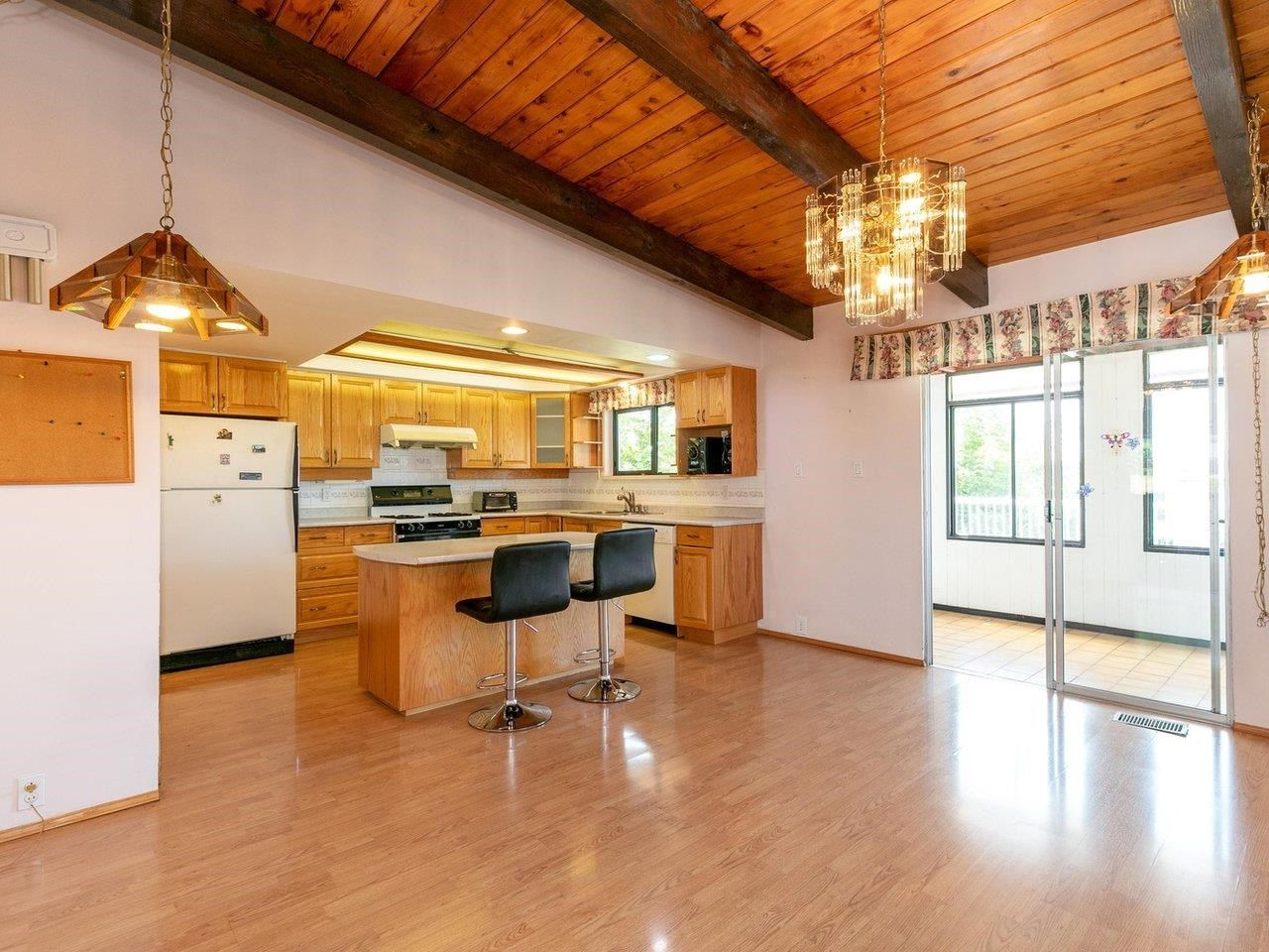 Photo 5: Photos: 6860 HYCREST Drive in Burnaby: Montecito House for sale (Burnaby North)  : MLS®# R2594917