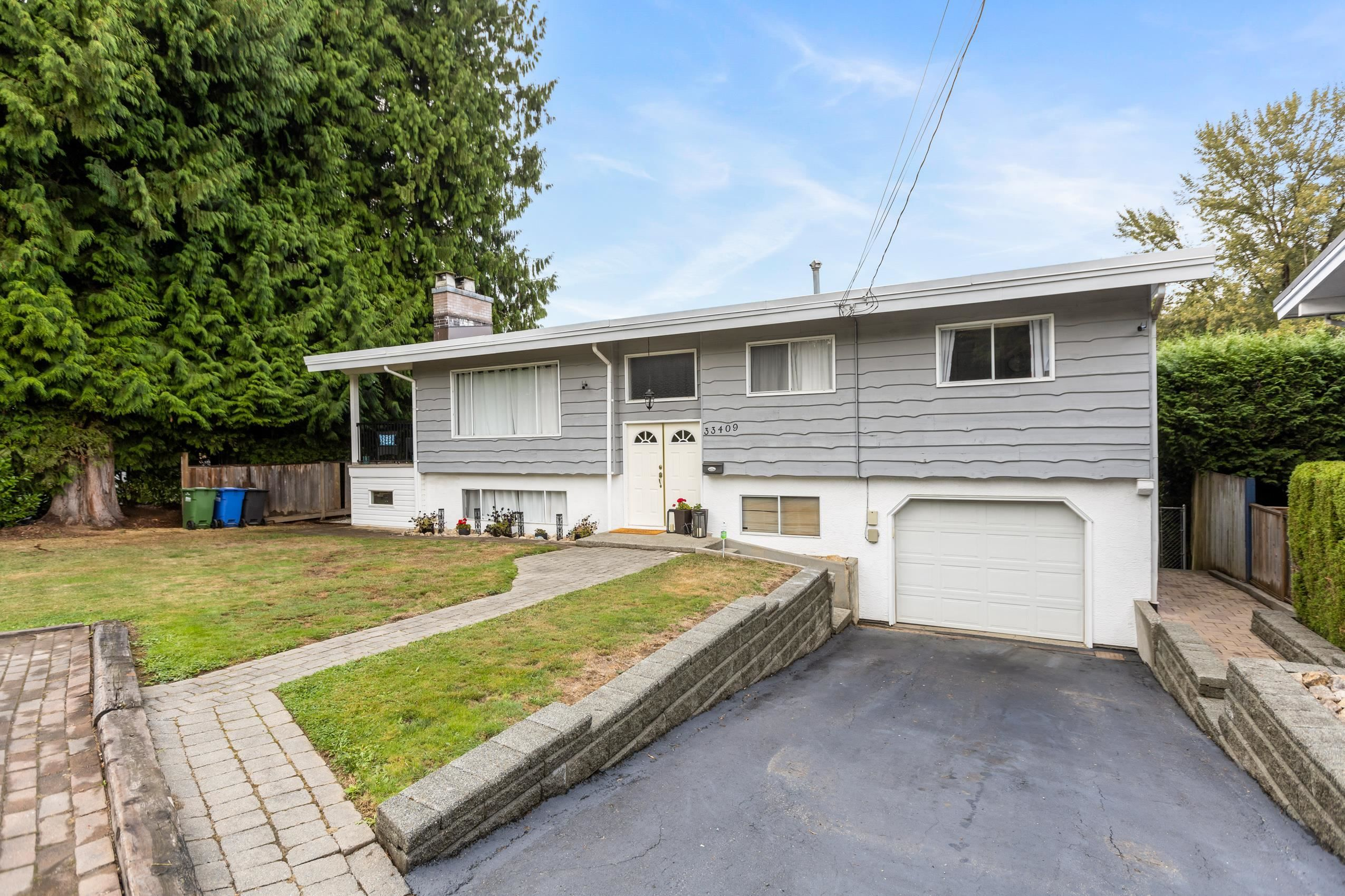 Main Photo: 33409 AVONDALE Avenue in Abbotsford: Central Abbotsford House for sale : MLS®# R2616656