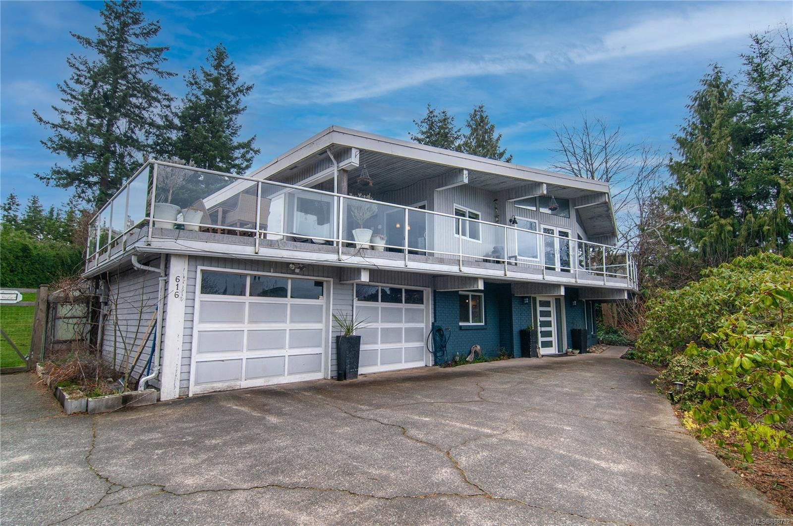 Main Photo: 616 Cormorant Pl in : CR Campbell River Central House for sale (Campbell River)  : MLS®# 868782