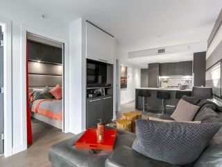 """Photo 5: 1001 288 W 1ST Avenue in Vancouver: False Creek Condo for sale in """"The James Building"""" (Vancouver West)  : MLS®# R2331453"""