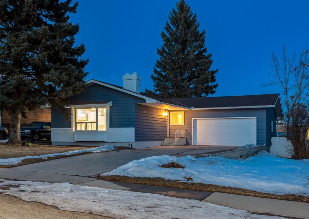 Main Photo: 12 SNOWDON Crescent SW in Calgary: Southwood Detached for sale : MLS®# A1078903