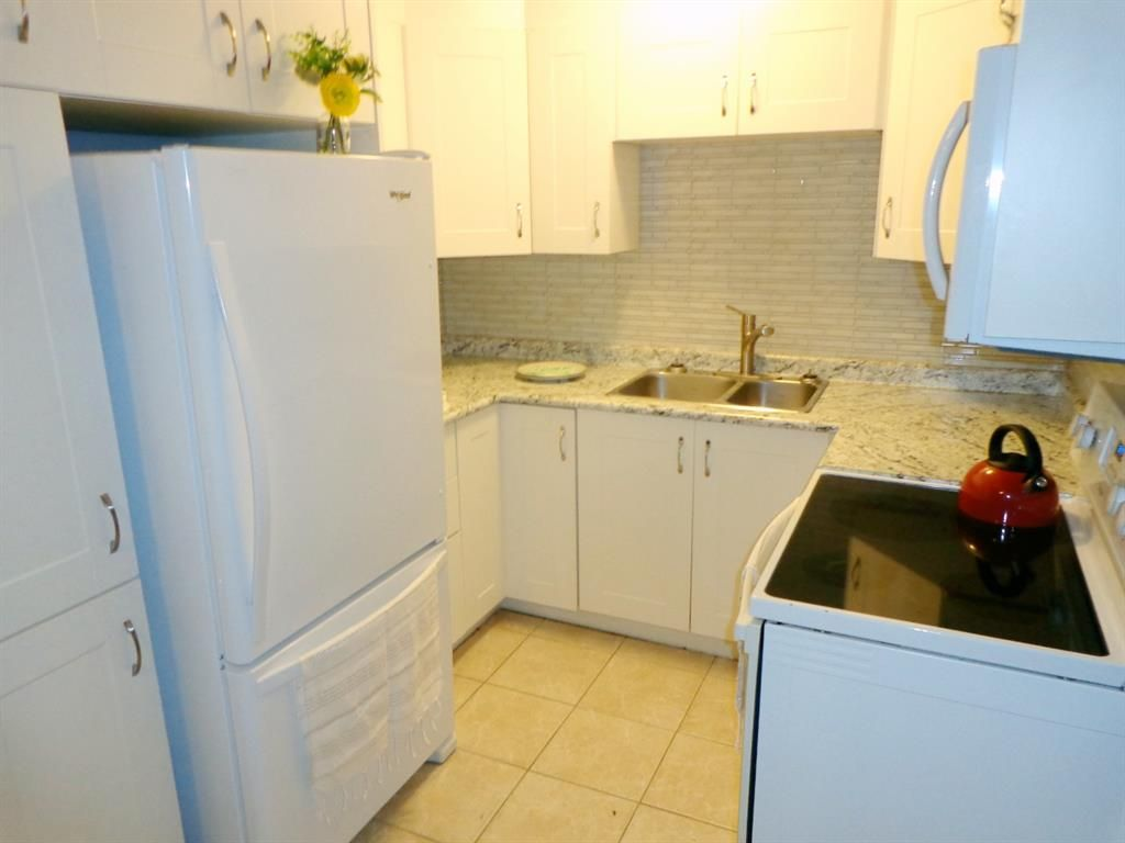 Photo 12: Photos: 301 5812 61 Street: Red Deer Apartment for sale : MLS®# A1063837