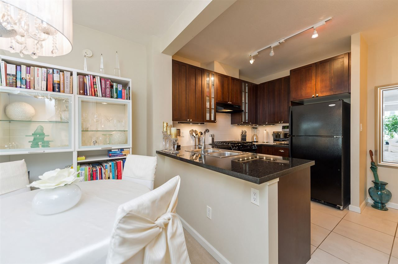 Main Photo: 809 170 W 1ST STREET in North Vancouver: Lower Lonsdale Condo for sale : MLS®# R2081987