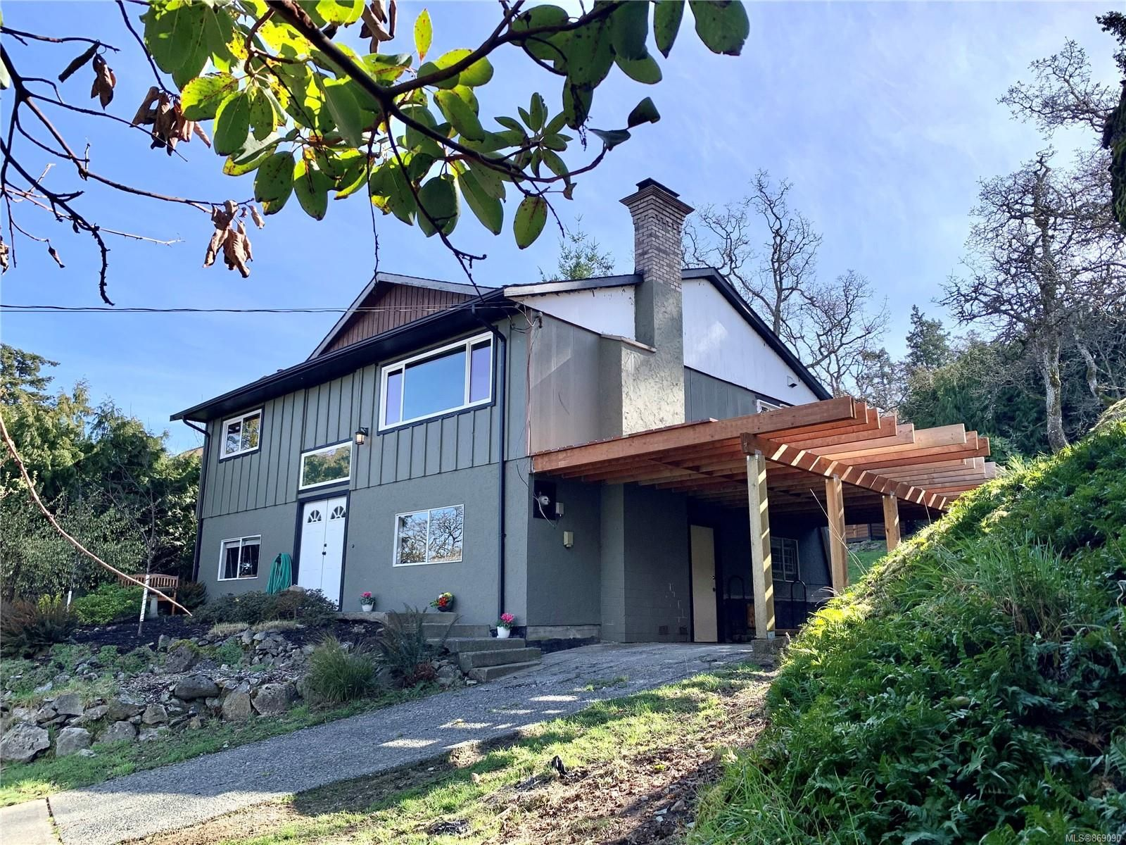 Main Photo: 1053 Wurtele Pl in : Es Esquimalt House for sale (Esquimalt)  : MLS®# 869090