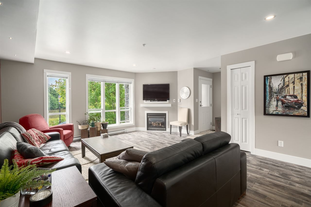 """Main Photo: 5 1261 MAIN Street in Squamish: Downtown SQ Townhouse for sale in """"SKYE"""" : MLS®# R2473764"""