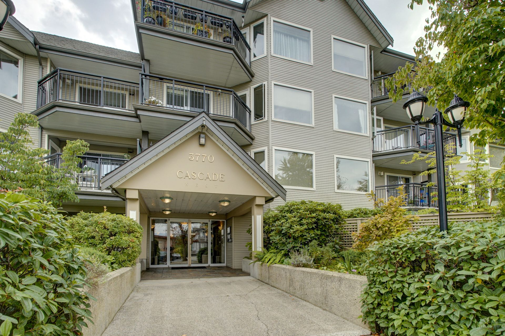 Main Photo: 1 3770 MANOR STREET in Burnaby: Central BN Condo for sale (Burnaby North)  : MLS®# R2403593