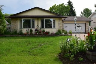 Photo 1: 14 Swan Lake Bay in Winnipeg: Waverley Heights Single Family Detached for sale (1L)