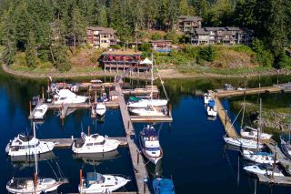 "Photo 1: 3C 12849 LAGOON Road in Pender Harbour: Pender Harbour Egmont Townhouse for sale in ""PAINTED BOAT RESORT"" (Sunshine Coast)  : MLS®# R2531581"