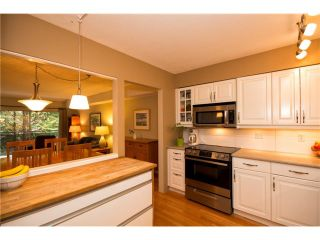 """Photo 4: 3934 INDIAN RIVER Drive in North Vancouver: Indian River Townhouse for sale in """"Highgate Terrace"""" : MLS®# V997469"""