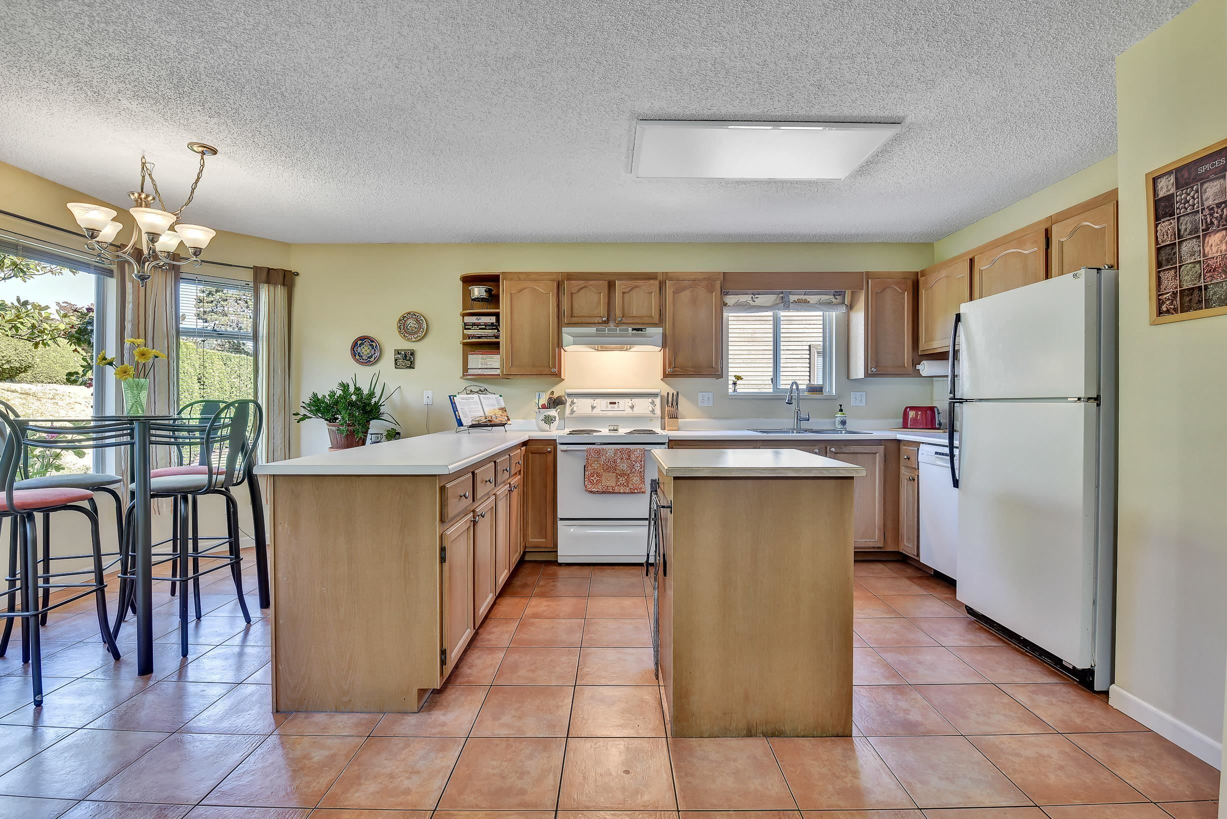 """Photo 11: Photos: 208 1140 CASTLE Crescent in Port Coquitlam: Citadel PQ Townhouse for sale in """"THE UPLANDS"""" : MLS®# R2609078"""
