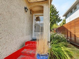 Photo 2: 942 Monterey Ave in : OB South Oak Bay House for sale (Oak Bay)  : MLS®# 882849
