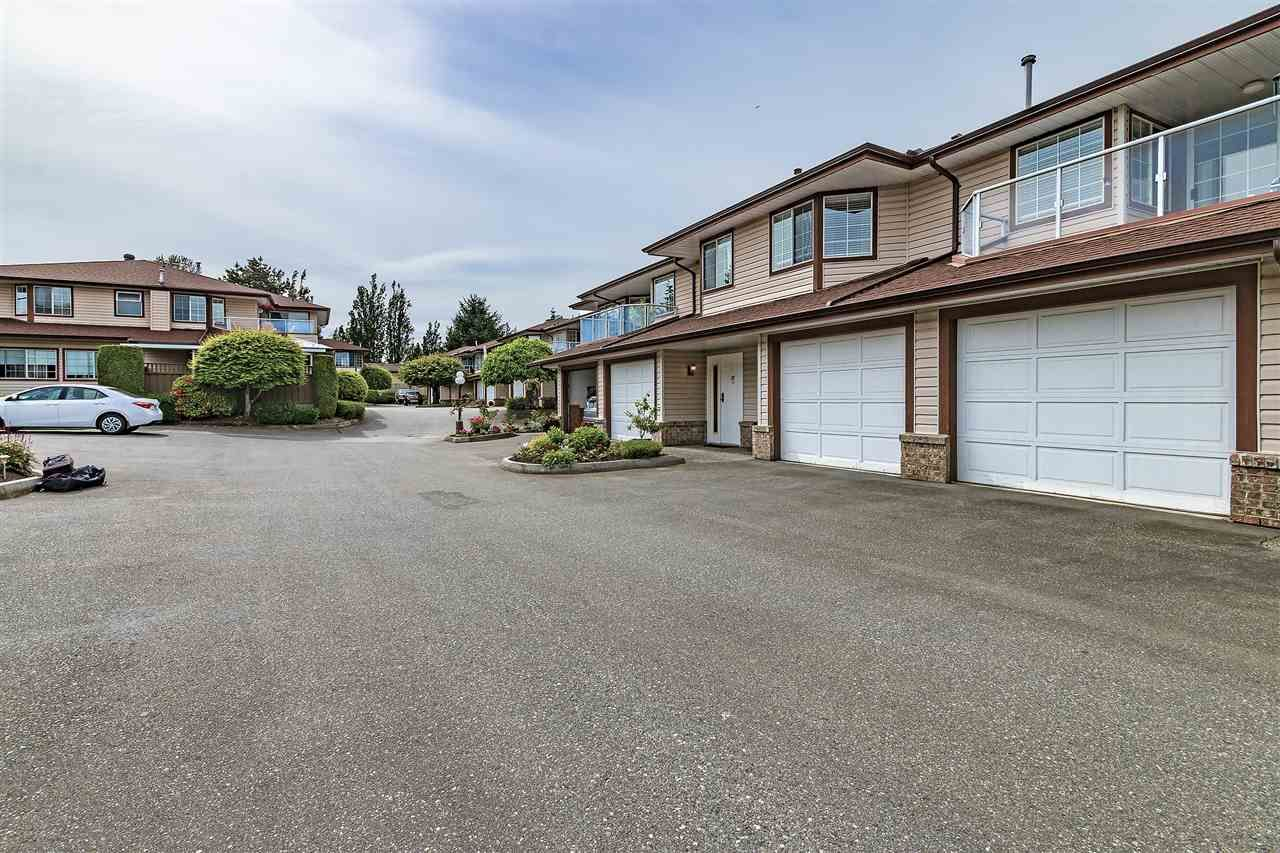 """Main Photo: 32 32659 GEORGE FERGUSON Way in Abbotsford: Abbotsford West Townhouse for sale in """"CANTERBURY GATE"""" : MLS®# R2343640"""