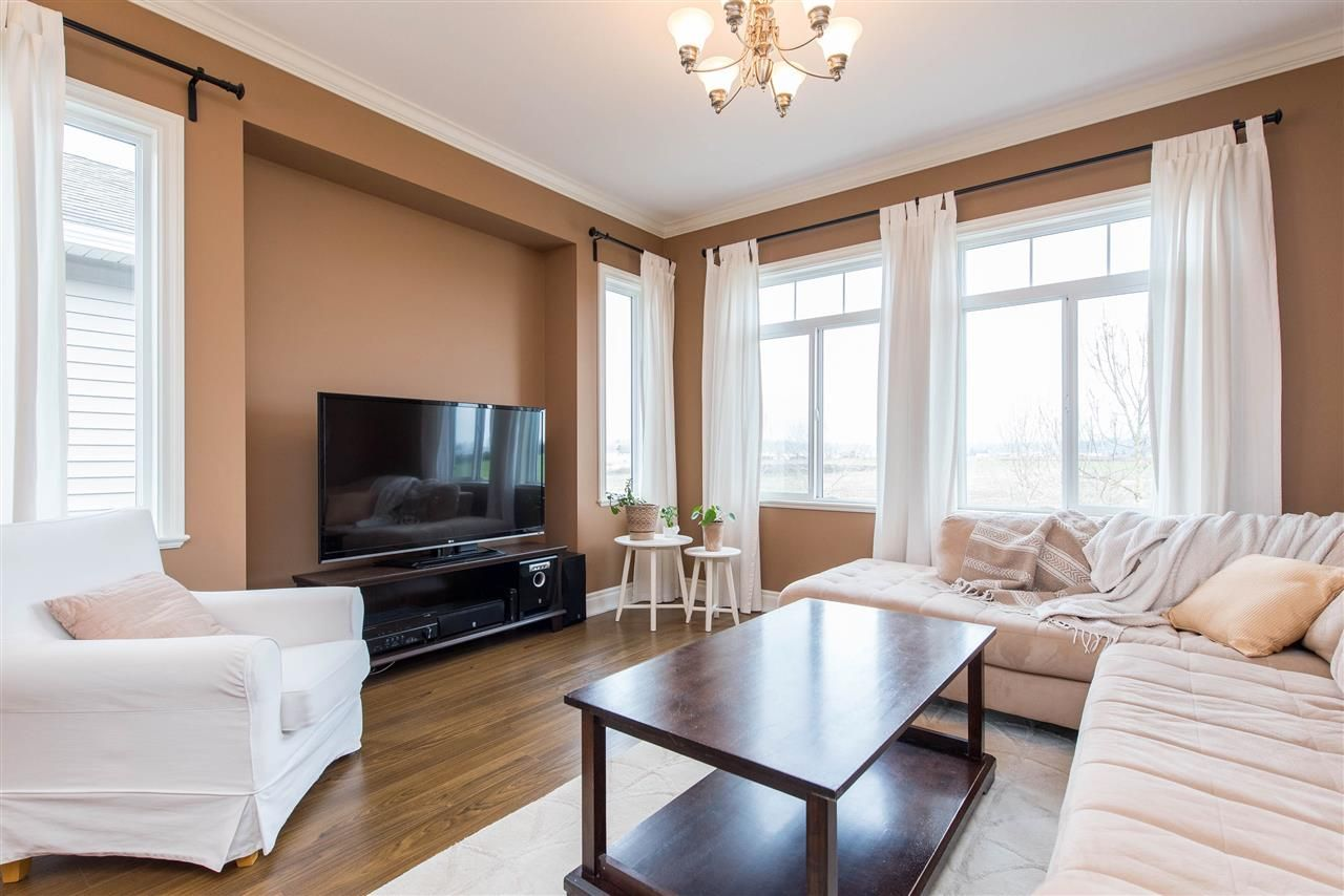 """Photo 8: Photos: 34914 2 Avenue in Abbotsford: Poplar House for sale in """"Huntingdon Village"""" : MLS®# R2548984"""