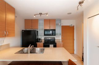 """Photo 11: 2208 928 HOMER Street in Vancouver: Yaletown Condo for sale in """"Yaletown Park"""" (Vancouver West)  : MLS®# R2373790"""