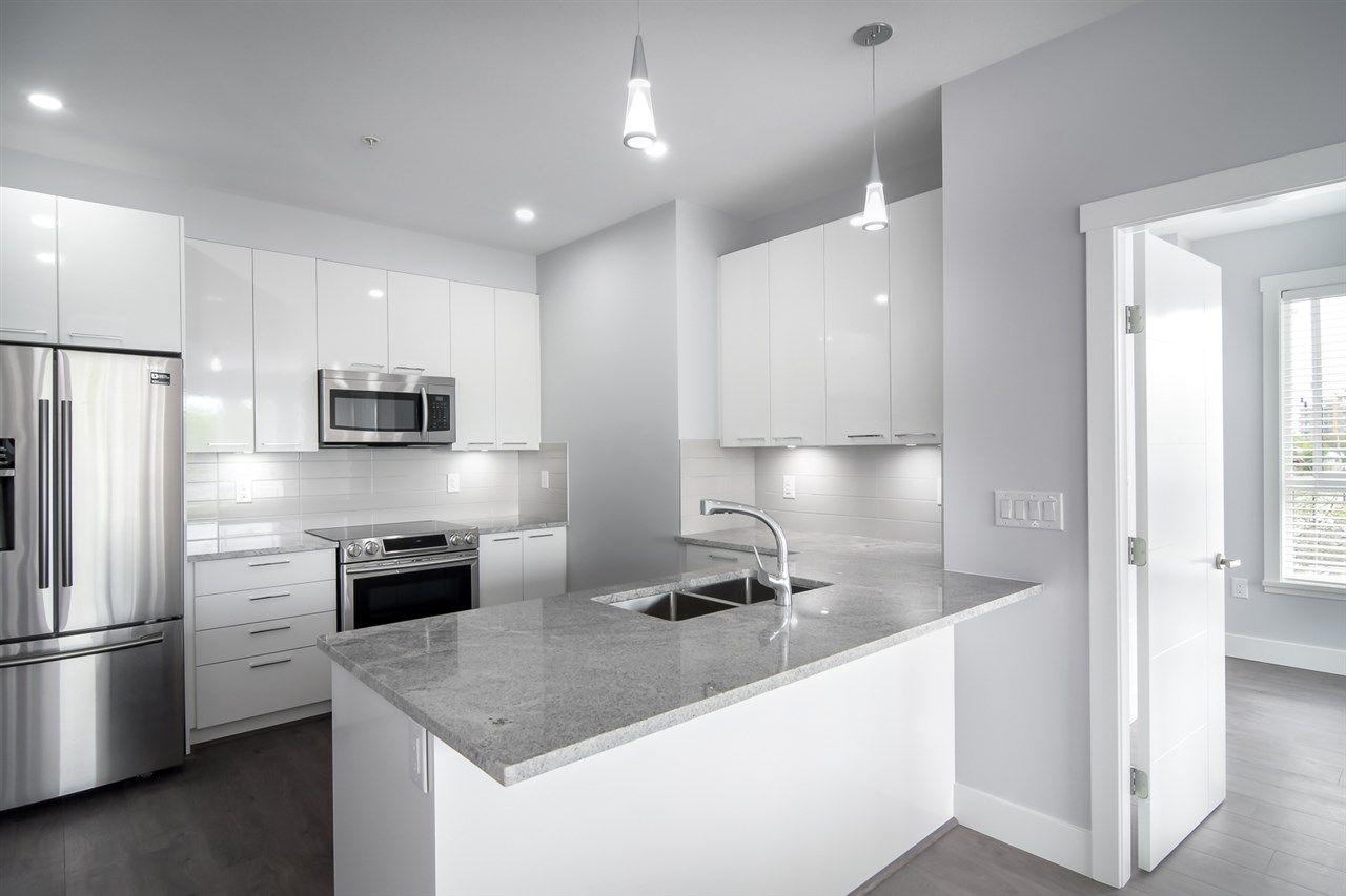 Main Photo: 401 22315 122 AVENUE in Maple Ridge: West Central Condo for sale : MLS®# R2397969