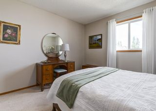 Photo 23: 126 Strathridge Close SW in Calgary: Strathcona Park Detached for sale : MLS®# A1123630