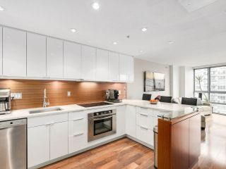 """Photo 1: 2202 930 CAMBIE Street in Vancouver: Yaletown Condo for sale in """"PACIFIC PLACE LANDMARK 2"""" (Vancouver West)  : MLS®# R2161898"""