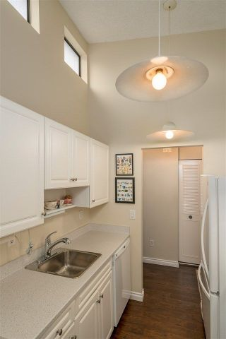 "Photo 10: 317 550 E 6TH Avenue in Vancouver: Mount Pleasant VE Condo for sale in ""LANDMARK GARDENS"" (Vancouver East)  : MLS®# R2222952"