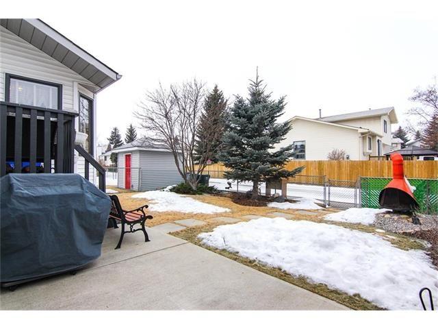 Photo 2: Photos: 139 MCKERRELL Way SE in Calgary: McKenzie Lake House for sale : MLS®# C4102134
