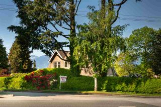 Photo 3: 2588 COURTENAY Street in Vancouver: Point Grey House for sale (Vancouver West)  : MLS®# R2577673