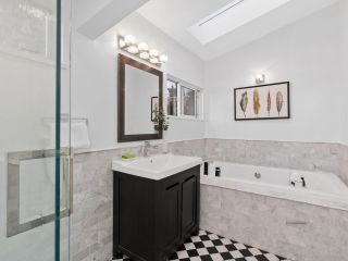Photo 12: 2555 W 5TH AVENUE in Vancouver: Kitsilano Townhouse for sale (Vancouver West)  : MLS®# R2475197