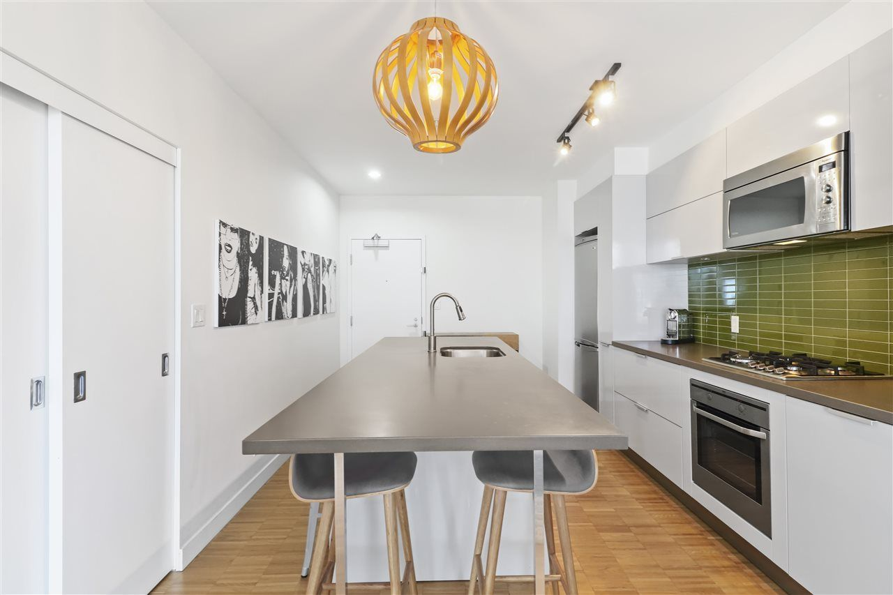 """Main Photo: 2907 108 W CORDOVA Street in Vancouver: Downtown VW Condo for sale in """"WOODWARDS W32"""" (Vancouver West)  : MLS®# R2343947"""