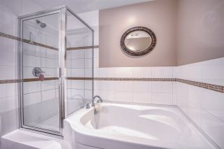"""Photo 24: 101 1581 FOSTER Street: White Rock Condo for sale in """"Sussex House"""" (South Surrey White Rock)  : MLS®# R2478848"""
