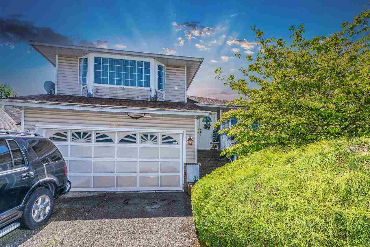"""Main Photo: 12032 CHESTNUT Crescent in Pitt Meadows: Mid Meadows House for sale in """"Somerset"""" : MLS®# R2581365"""