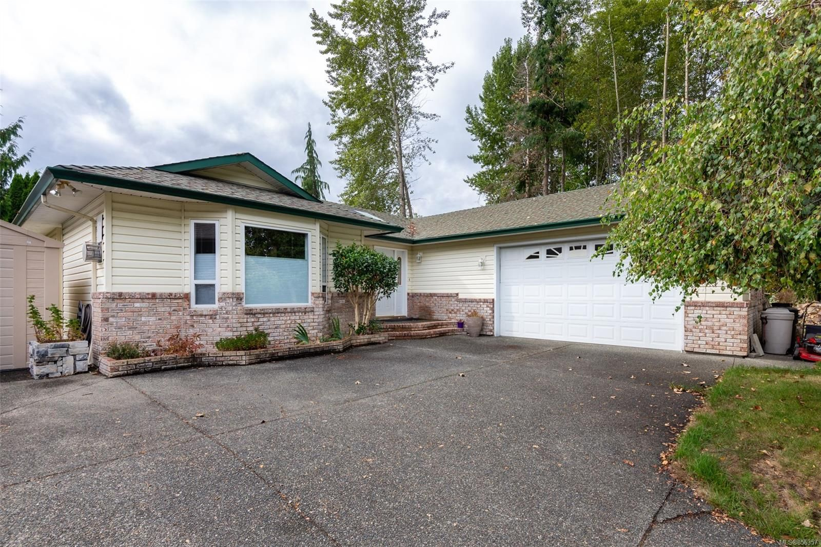 Main Photo: 691 Cooper St in : CR Willow Point House for sale (Campbell River)  : MLS®# 856357