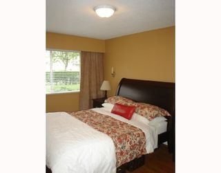 """Photo 7: 101 36 E 14TH Avenue in Vancouver: Mount Pleasant VE Condo for sale in """"ROSEMOUNT MANOR"""" (Vancouver East)  : MLS®# V663023"""