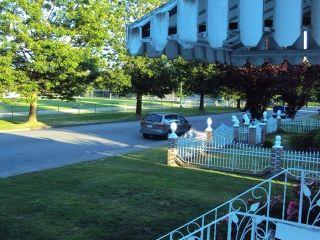 Photo 2: 4437 N Huxley Avenue in Burnaby: Burnaby Hospital House for sale (Burnaby South)  : MLS®# V1086008