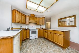 """Photo 9: 1858 WALNUT Crescent in Coquitlam: Central Coquitlam House for sale in """"LAURENTIAN HEIGHTS"""" : MLS®# R2334378"""