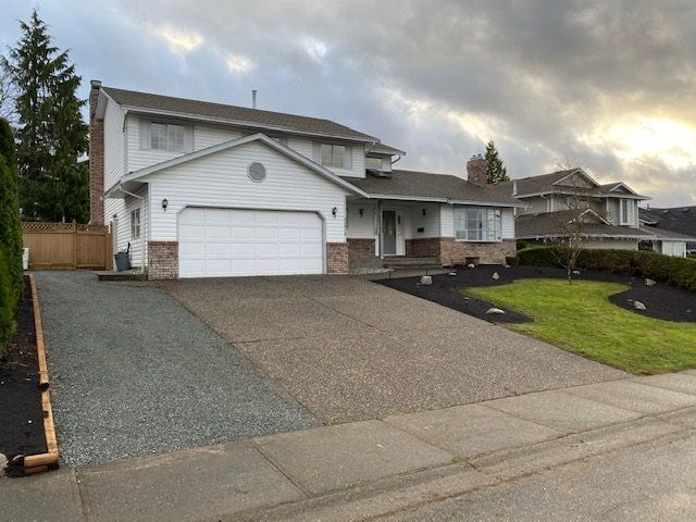 """Photo 3: Photos: 34914 OAKHILL Drive in Abbotsford: Abbotsford East House for sale in """"McMillan"""" : MLS®# R2523940"""