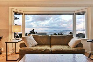 Photo 3: 5036 Lochside Dr in : SE Cordova Bay House for sale (Saanich East)  : MLS®# 858478