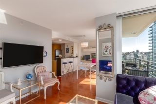 """Photo 7: 1805 33 SMITHE Street in Vancouver: Yaletown Condo for sale in """"COOPERS LOOKOUT"""" (Vancouver West)  : MLS®# R2205849"""