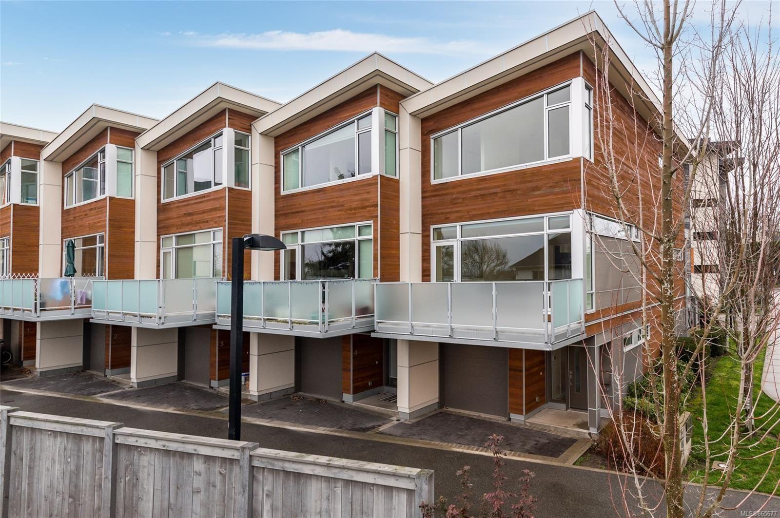Main Photo: 5 2830 Irma St in : Vi Burnside Row/Townhouse for sale (Victoria)  : MLS®# 865677