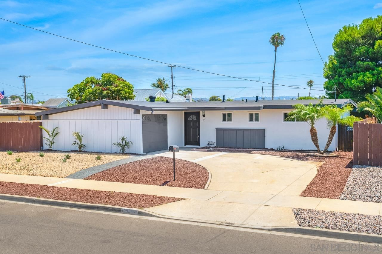 Main Photo: IMPERIAL BEACH House for sale : 3 bedrooms : 1011 Holly Ave