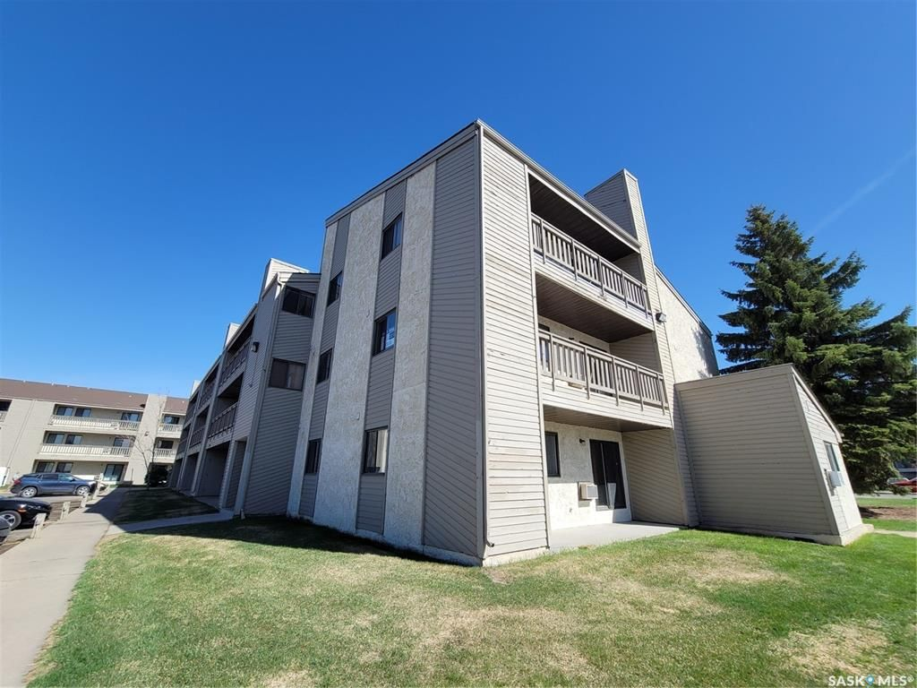 Main Photo: 108 203A Tait Place in Saskatoon: Wildwood Residential for sale : MLS®# SK856406