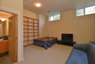 Photo 18: 5370 WAKEFIELD BEACH LANE in Sechelt: Sechelt District Townhouse for sale (Sunshine Coast)  : MLS®# R2409390