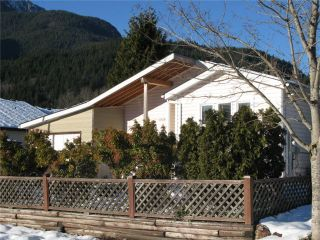 Photo 3: 1009 EDGEWATER CR in Squamish: Northyards House for sale : MLS®# V1098260