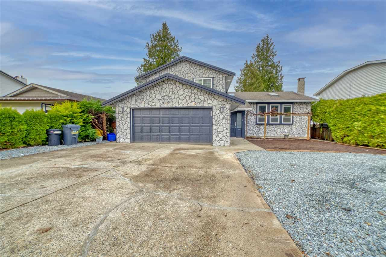 Main Photo: 20117 50 Avenue in Langley: Langley City House for sale : MLS®# R2542736