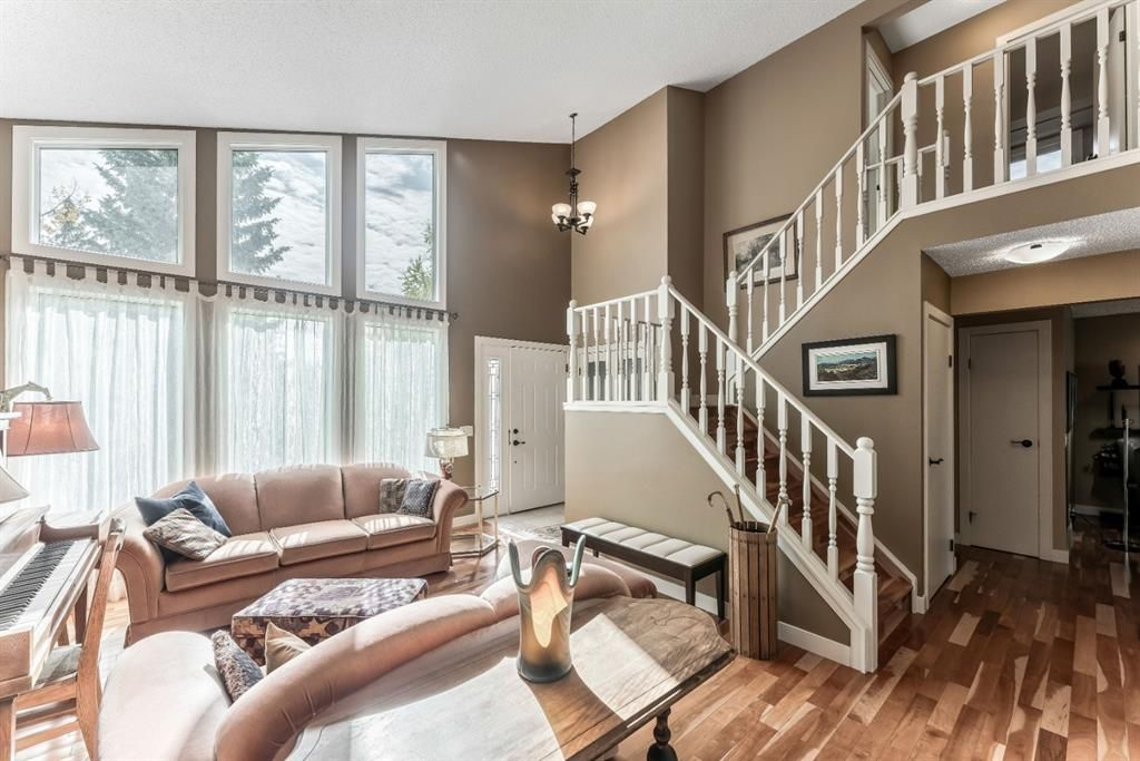 Photo 8: Photos: 84 WOODBROOK Close SW in Calgary: Woodbine Detached for sale : MLS®# A1037845