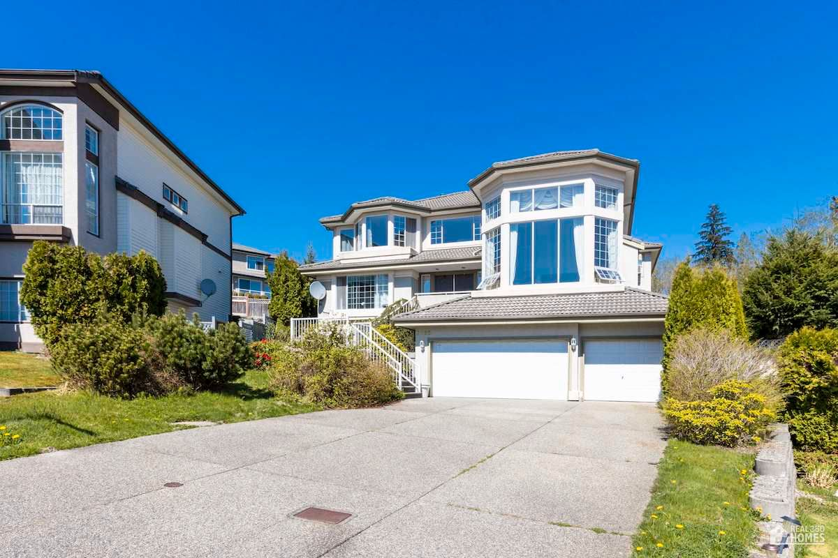 Main Photo: 3095 CARDINAL Court in Coquitlam: Westwood Plateau House for sale : MLS®# R2569441
