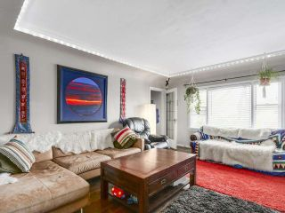 """Photo 3: 28 E 19TH Avenue in Vancouver: Main House for sale in """"MAIN"""" (Vancouver East)  : MLS®# R2161603"""