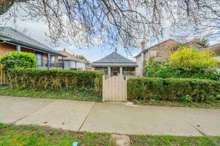 Photo 1: 917 E 10TH Avenue in Vancouver: Mount Pleasant VE House for sale (Vancouver East)  : MLS®# R2564337