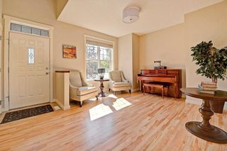 Photo 3: 28 DISCOVERY RIDGE Mount SW in Calgary: Discovery Ridge House for sale : MLS®# C4161559
